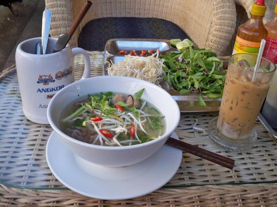 Siem Reap, Kambodscha: Breakfast and best iced coffee