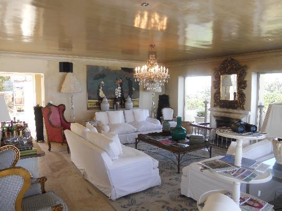 Birkenhead House: Main lounge area