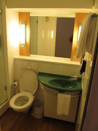 Ibis Hotel Airport Tegel: bathroom