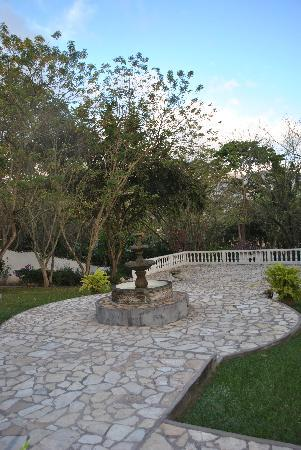 Hacienda la Esperanza: The courtyard in front of the Hacienda