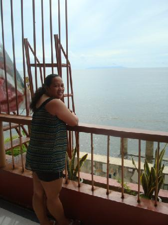 Domene Kaw Pension House : at the terrace of our room enjoying the beach view