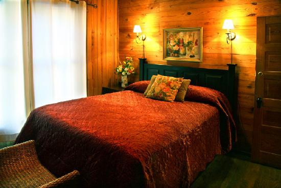 Lake Rabun Hotel & Restaurant: Minnehaha Room-named after a nearby waterfall