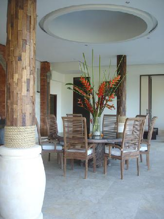 Dara Ayu Villas & Spa: Living Room at Main Villa