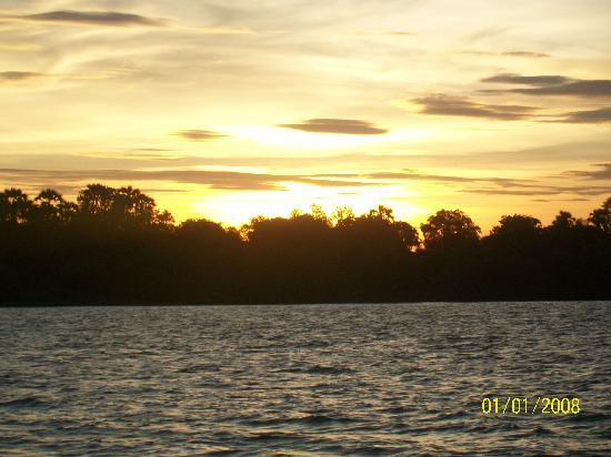 Victoriafallen, Zimbabwe: Sunset on the Zambezi