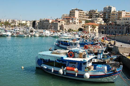 Heraklion, Grecja: Fishing boats in the Venetian harbour