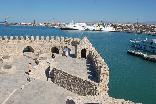 Heraklion, Yunani: View across the harbour