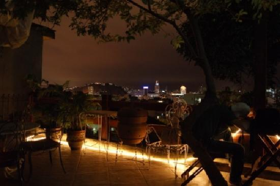 Villa Leonor Suites: Terrace at Night