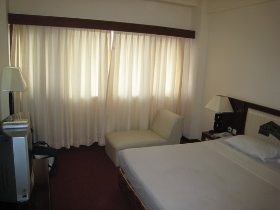 Sasando Hotel: Room 207 has a double bed