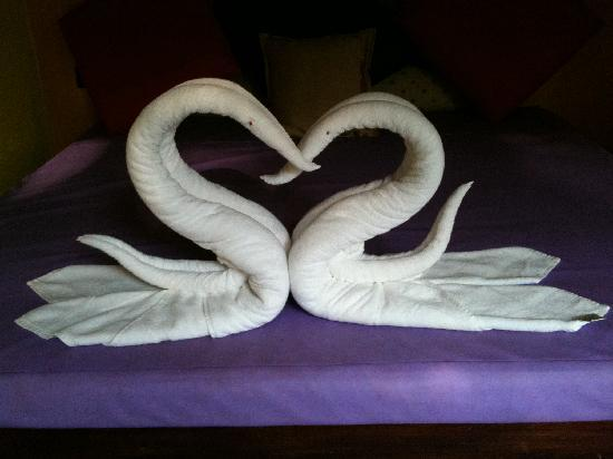 Vivanta by Taj - Kumarakom : Ducks made out of Towel by hotel staff