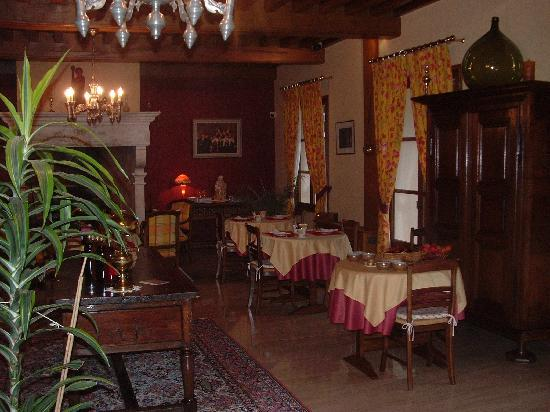 Hotel Le Manasses : Salle petit-déjeuner