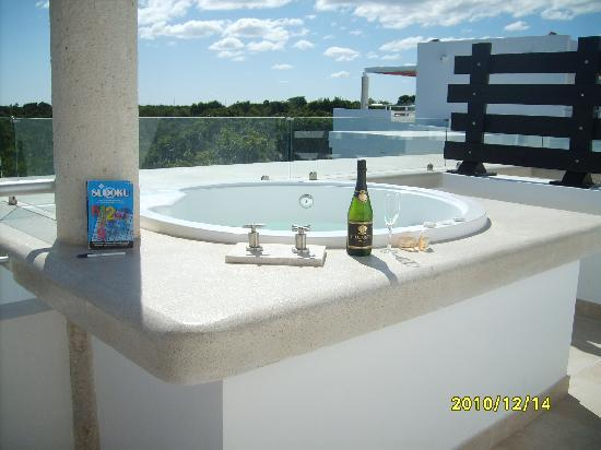 Luxury Bahia Principe Sian Ka'an: juccuzi on penthouse patio overlooking Mayan Riviera