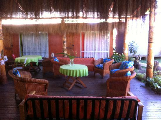 Kaimana Inn Hotel & Restaurant: lounging area