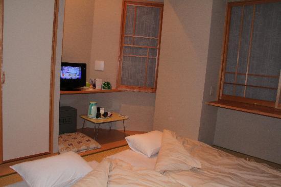Family Inn Saiko : Our room with Futon