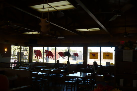 Stormin Norman's: Photos , check out the pig on the ceiling fan!!