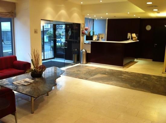 Hotel Catalonia Brussels: Recepción