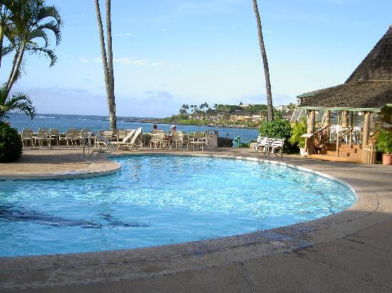 Napili Shores Maui by Outrigger: ocean side pool next to gazebo