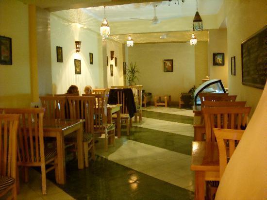 Secret Garden Cafe: Dining area