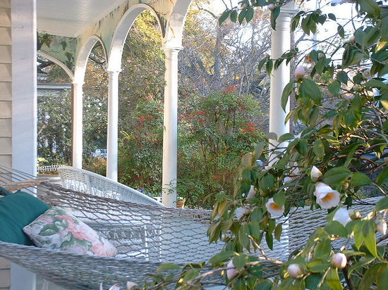 """Camellia Cottage Bed & Breakfast : """"The front porch is a vacation in itself."""""""