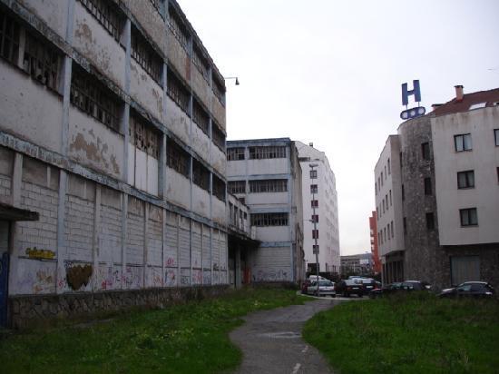 Hotel Arbeyal: parte trasera a la que da la habitacion nº 314
