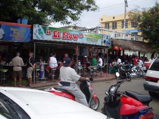 Sosúa, República Dominicana: Un locale di ritrovo sulla via Clisante