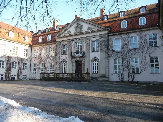 Hotel Schloss Storkau: Der Eingangsbereich zum Schloss