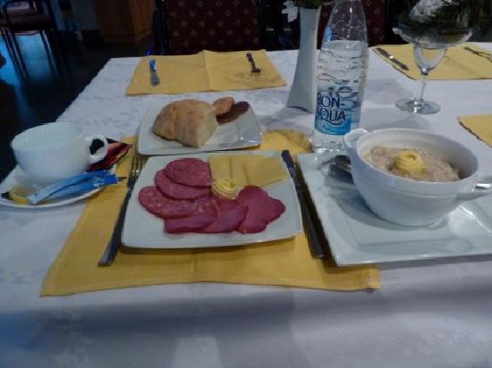 Hotel Vladikavkaz: Breakfast