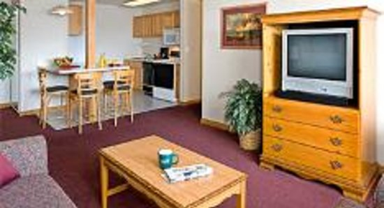 One Bedroom Suite with Kitchen: Gray Wolf Inn and Suites