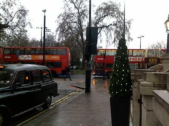 London Marriott Hotel Park Lane: as you step out of the main entrance