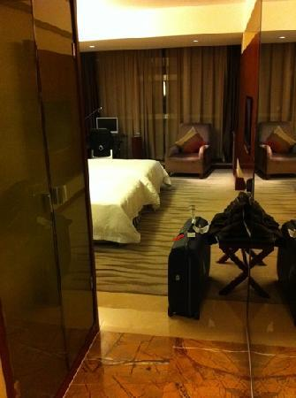 Yiwu International Mansion Hotel: room from entrance