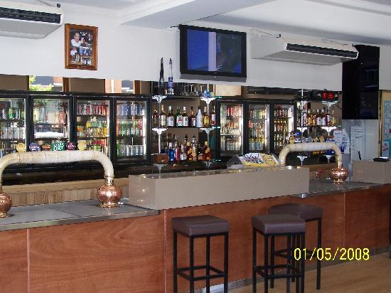 Beaudesert Hotel: Public bar