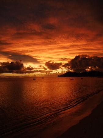 Mana Island Resort: beautiful sunsets