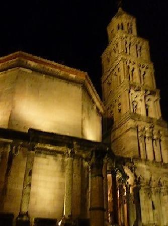 Diokletianpalast: 大聖堂と鐘楼のライトアップ