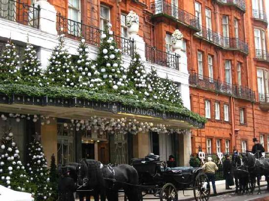 Claridge's: Claridges in its festive mood