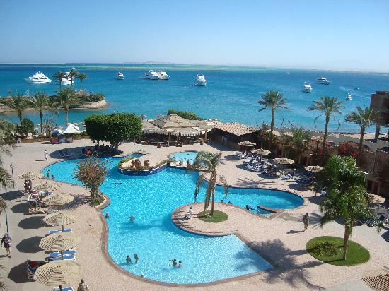 Hurghada Marriott Beach Resort: pool and beach view from room