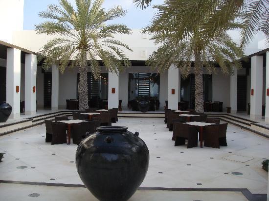 فندق تشيدى مسقط: Outside