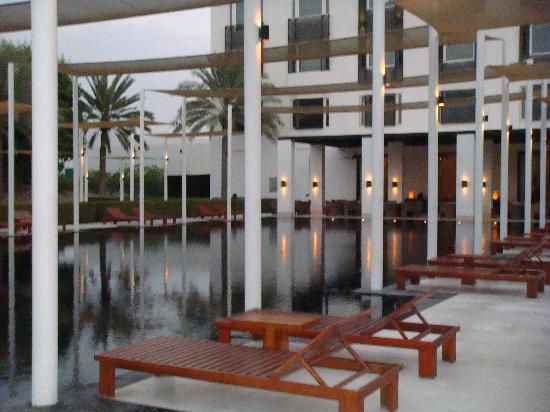 فندق تشيدى مسقط: Black Pool 2