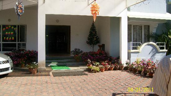 Marthoma Retreat Home: entry