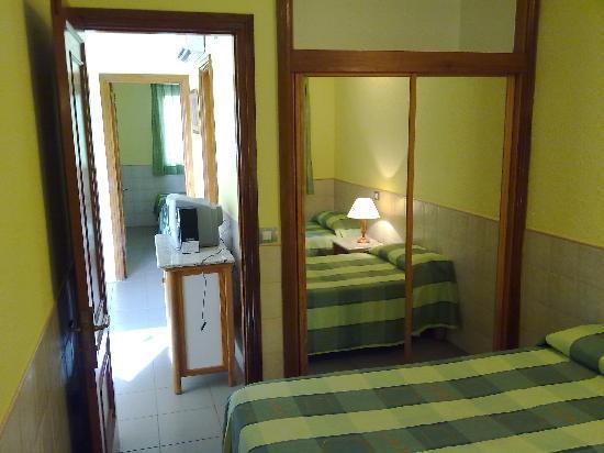Bungalows Parque Sol : BEDROOMS WITH SPACIOUS WARDROBE