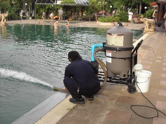 Pinnacle Grand Jomtien Resort: Die bakteriell verseuchte Brühe wird im Schnellverfahren gereinigt