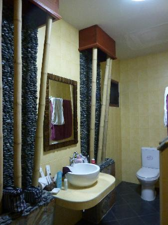 Oriental Kwai Resort: Bathroom.