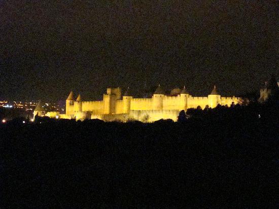 Ecuries de Sainte-Croix : la magia di Carcassonne alla sera