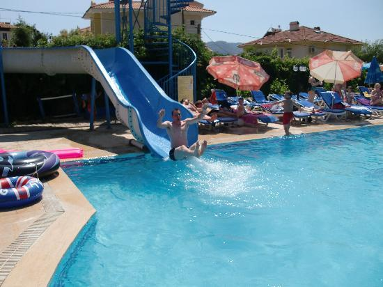 Litera Fethiye Relax Hotel : going down the side