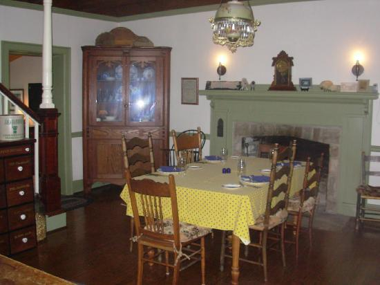Asa Cline House Bed and Breakfast: Dining area of Asa Cline House