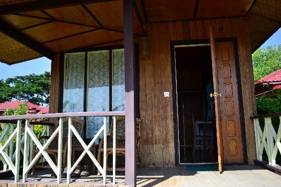 Princess Garden Hotel: bungalow entrance