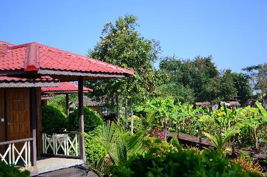 Princess Garden Hotel: bunglaow and gardens