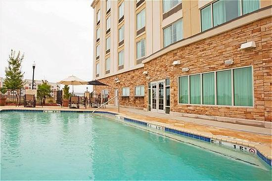 Holiday Inn Express Columbus at Northlake: Outdoor Heated Pool