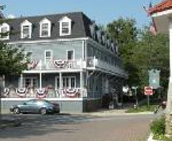 Cold Spring, NY: Hudson House Inn Thumbnail
