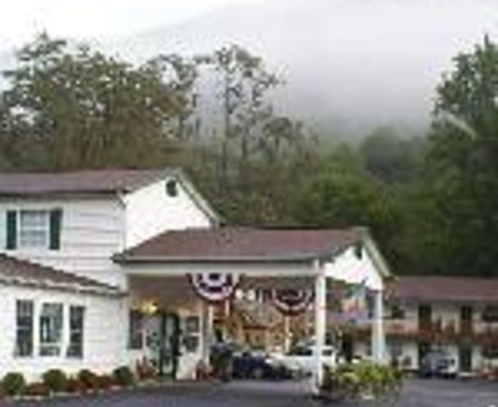 Maggie Valley Creekside Lodge: Creekside Lodge Thumbnail