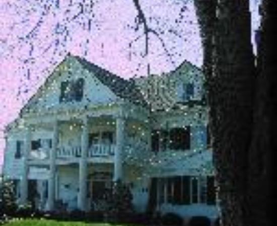 Inn at Warner Hall Thumbnail