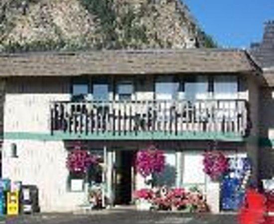 Snowshoe Motel照片